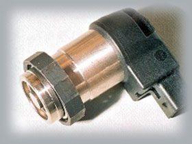 Le Piézo Aktor qui est fabriqué par Epcos, seul fabricant sur le marché. Cette pièce remplace l'électrovanne sur les anciens injecteurs pompes Bosch. Le Piézo Aktor est réputé pour sa vélocité et son temps de réponse bref comme l'éclair (réponse sous 1/10ème de milli seconde... Et il a le mérite de contrôler les multi injections.